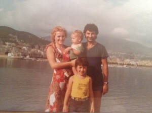 My family at the seaside, early 80's. LA MIA FAMIGLIA AL MARE.